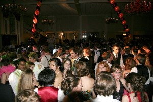 1024px-Prom_crowded_dancefloor