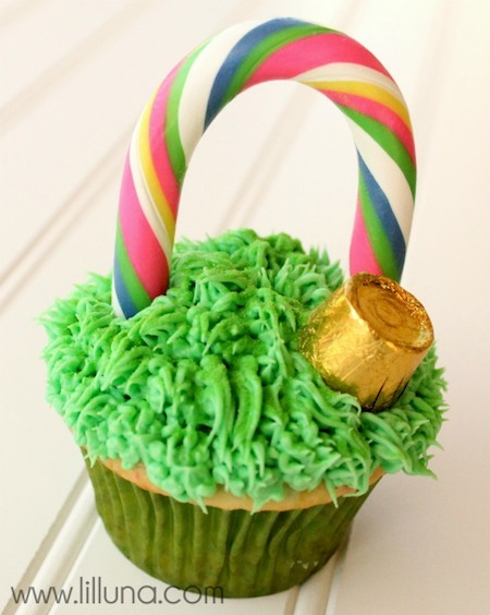 St. Patrick's Day cupcake recipes. #GreenCupcakes #GreenCupcakesIdeas #GreenCupcakesStPattys #StPatricksDayFood #StPatricksDayCupcakesForKids #rainbowcupcakes