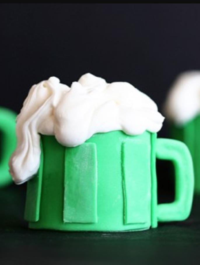 St. Patrick's Day cupcake recipes. #GreenCupcakes #GreenCupcakesIdeas #GreenCupcakesStPattys #StPatricksDayFood #StPatricksDayCupcakesForKids #beercupcakes